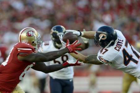 Chris Conte started the takeaway party with this acrobatic interception in the 1st half against Colin Kaepernick...