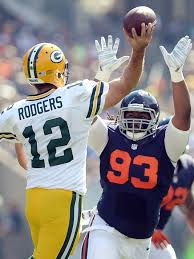 Even the few times BEARS like #93 (Will Sutton) got pressure on the surgically precise Rodgers, it didn't matter...
